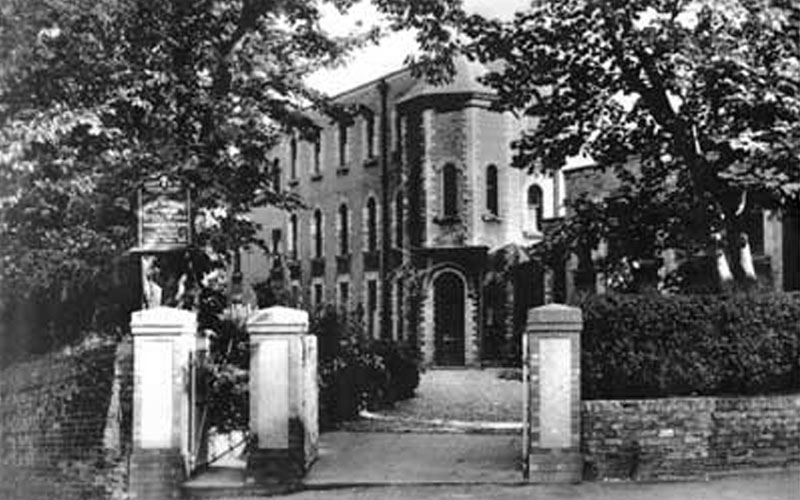 An old photograph showing the entrance to the old South Cliff Villas, now the Evron Centre.